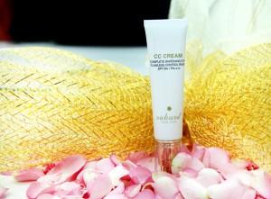 Kem trang điểm chống nắng Sakura CC Cream